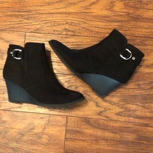 Quipid ankle booties no size in them but 8 1/2
